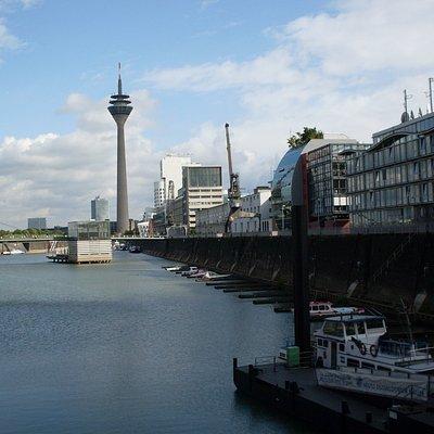 Rheinturm y Medienhafen