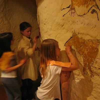 Peinture dans une grotte comme les hommes de préhistoire