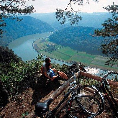 Donauradweg bei Schlögener Schlinge