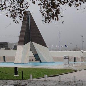 war memorial in front of Fort