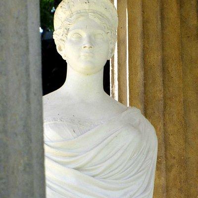 Louisenbüste im Schlosspark