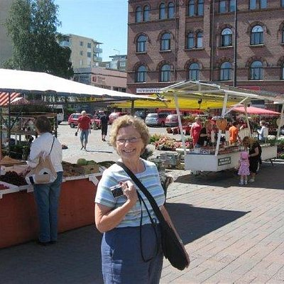 Mom in a square in Tampere