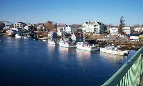 on the bridge between Portsmouth, NH and Kttery, ME