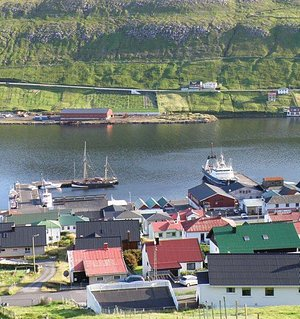 Vágur, the harbor and the Bowling Centre