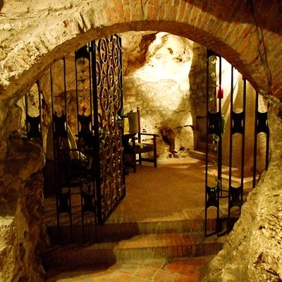 Welcome in our Faust Wine Cellar