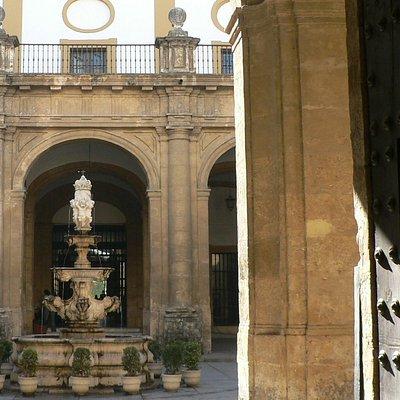 Patio Fábrica Tabacos. Sevilla