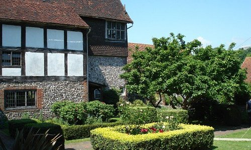 Garden at Anne of Cleves house.