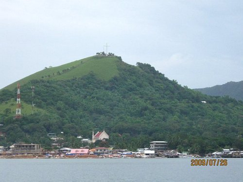 Mt Tapyas and the Cross from the sea . . .