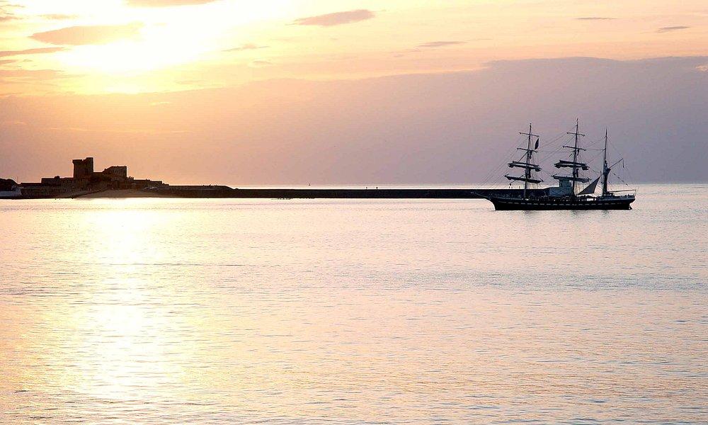 Couché de soleil sur le fort de Socoa vu depuis la baie de Saint Jean de Luz