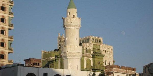 Une mosquée à l'entrée du souk