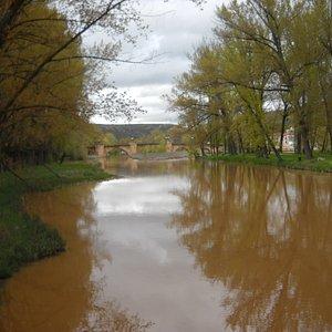 Vista el rio desde uno de los puentes(