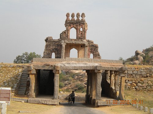 Gate on the way to the Vittala temple