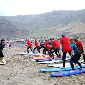 exs. playa de famara kalufa surf school