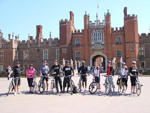 Thames Path tour - Hampton Court