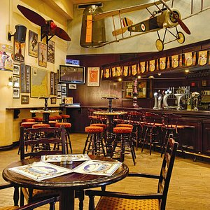 Biggles, British Pub