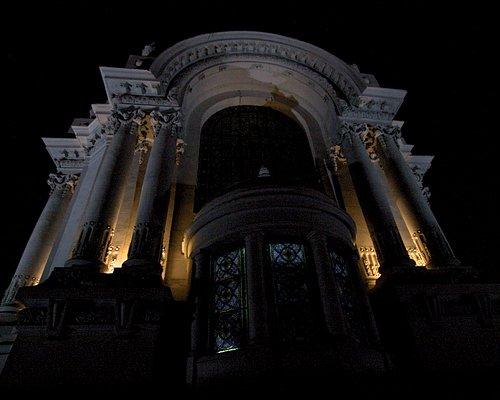 The impressive Crypt of Heroes, Presbitero Maestro