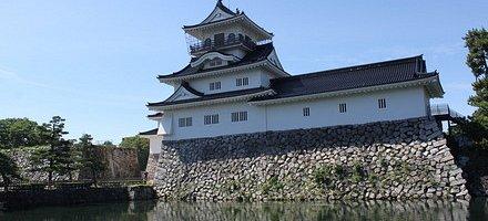 お堀と富山城