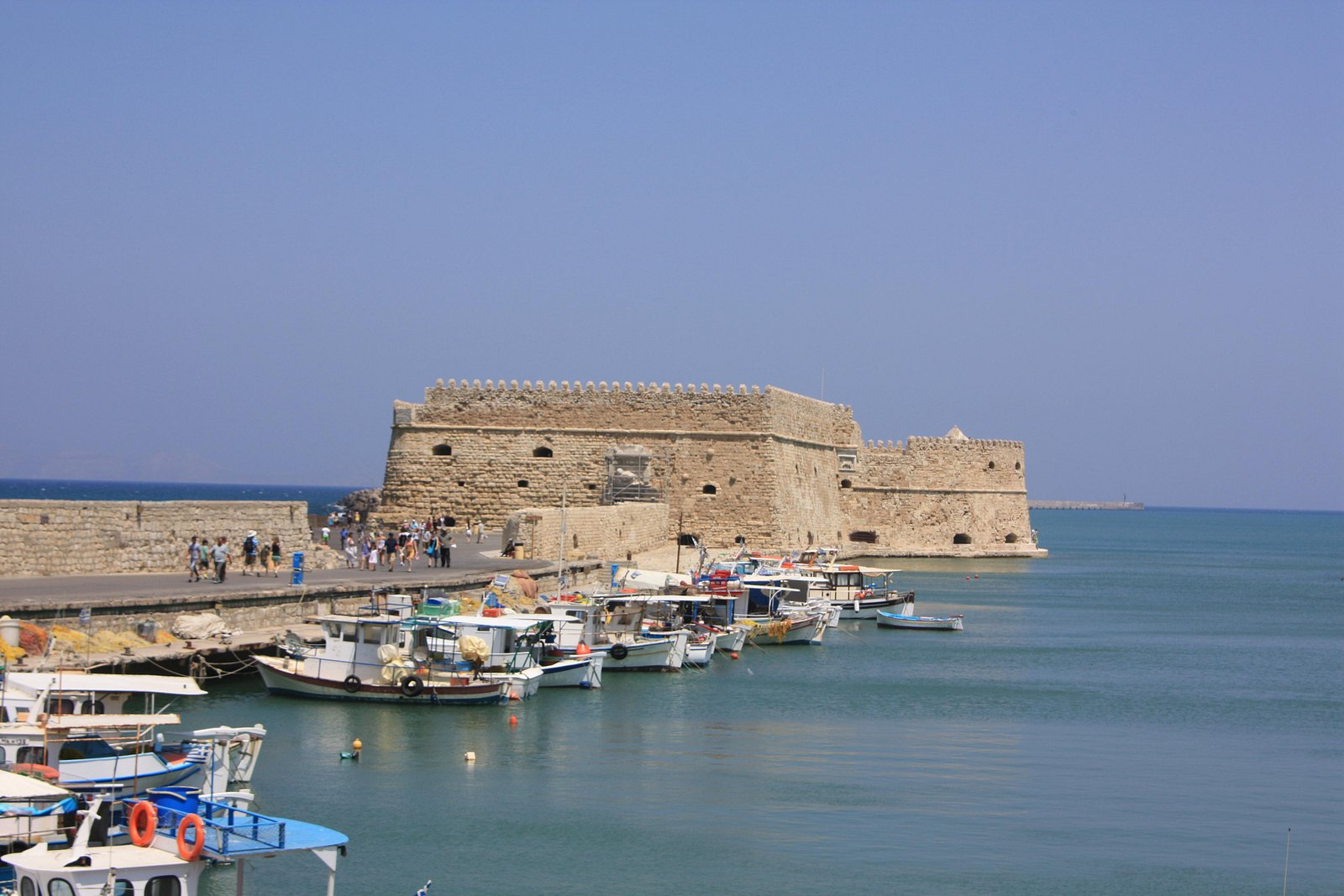 Heraklion, son port et son fort