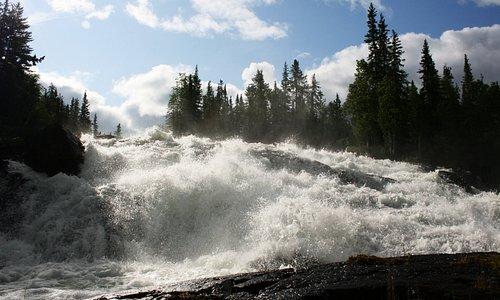 Cameron River Ramparts