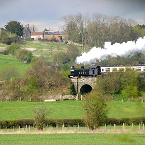 Enjoy the views of the Avon Valley from a steam train