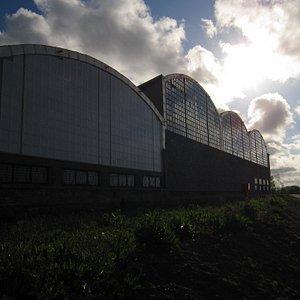 Las grandes naves de los viejos talleres