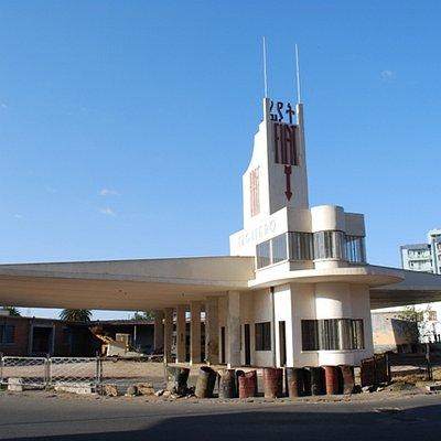 Fiatgebäude von der Kreuzung aus gesehen