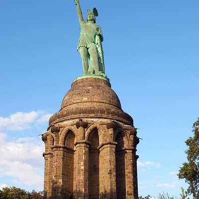Das Denkmal ist 53,5m hoch.