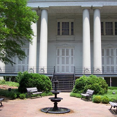 White House of the Confederacy and garden