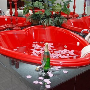 Romantic Heart Shaped Jacuzzi for 2