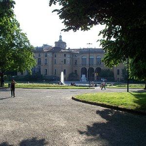 facciata vista dai Giardini Pubblici