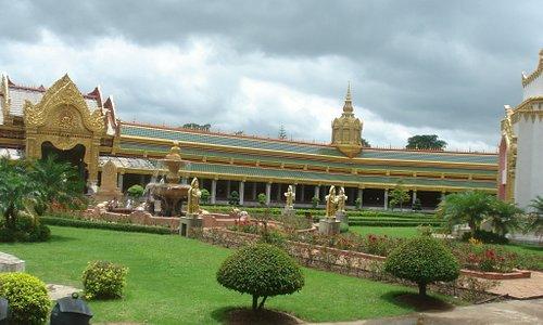 Garten im Chedi (Phra Maha Chedi Chai Mongkol)