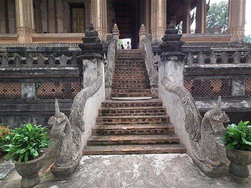 Ho Phra Ko - serpents stairs