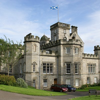 Winton House near Edinburgh has 8 bedrooms & is available for exclusive use, alll yours