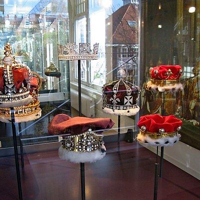Crowns display