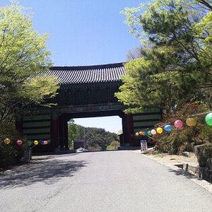 お寺の入り口です