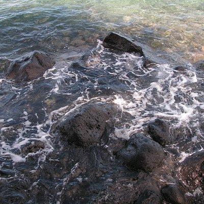 一番奥の黒い岩