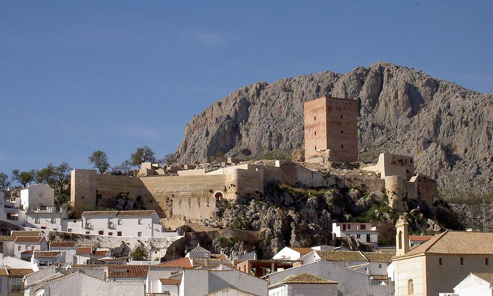 """Pueblo de Cañete la Real con su castillo """"HIns Qannit"""""""