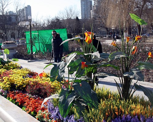 artificial flowers bring something great to the park