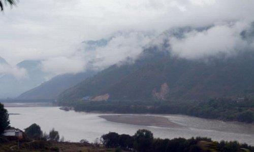 道路から見た長江第一湾