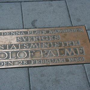 Gedenkplatte an der Todesstelle von olof Palme