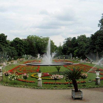 Brunnen am Eingang