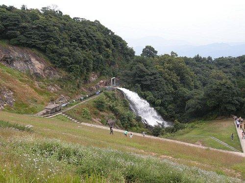 実は、人口の滝でした