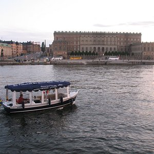 Our Ecotrip Boat in front of the Royal Palace