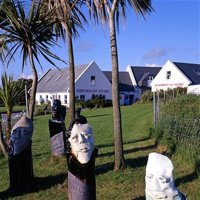 Louis Mulcahy Pottery on the Slea Head Drive