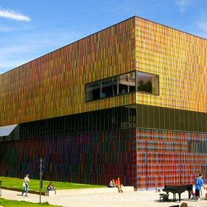 Bunte Fassade des Museums
