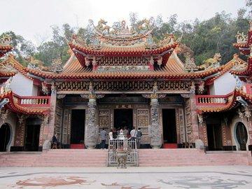 日月潭を見下ろす場所に建つ龍鳳宮