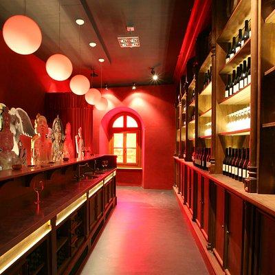 entrata del museo. Importanza del vino nelle religioni