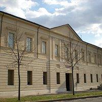 La facciata del museo