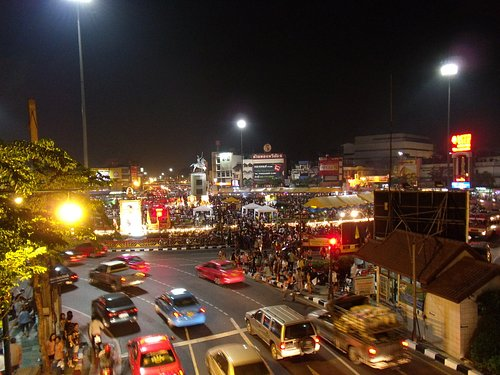 Roundabout King Taksin monument