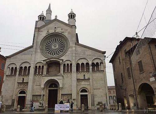 モデナ大聖堂のファサード